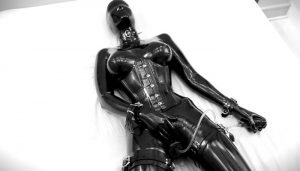 Vespa – Rubberdoll in Black Latex