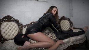 Reward slave – Leather Face Sitting