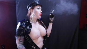 Latex and sexy smoking fetish